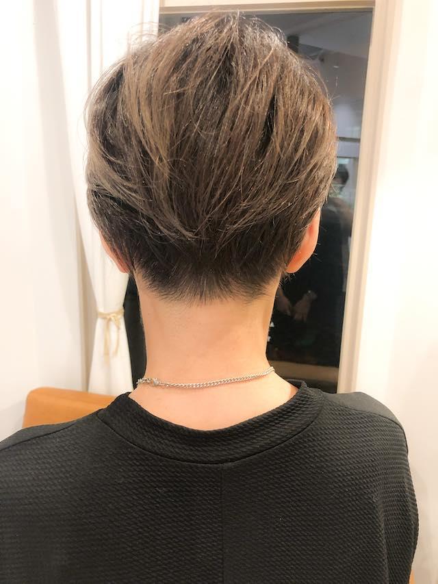 襟足ソフト刈り上げ&前髪長めでモードな外国人風ショートヘア がお洒落♪